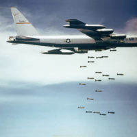 Boeing_B-52_dropping_bombs