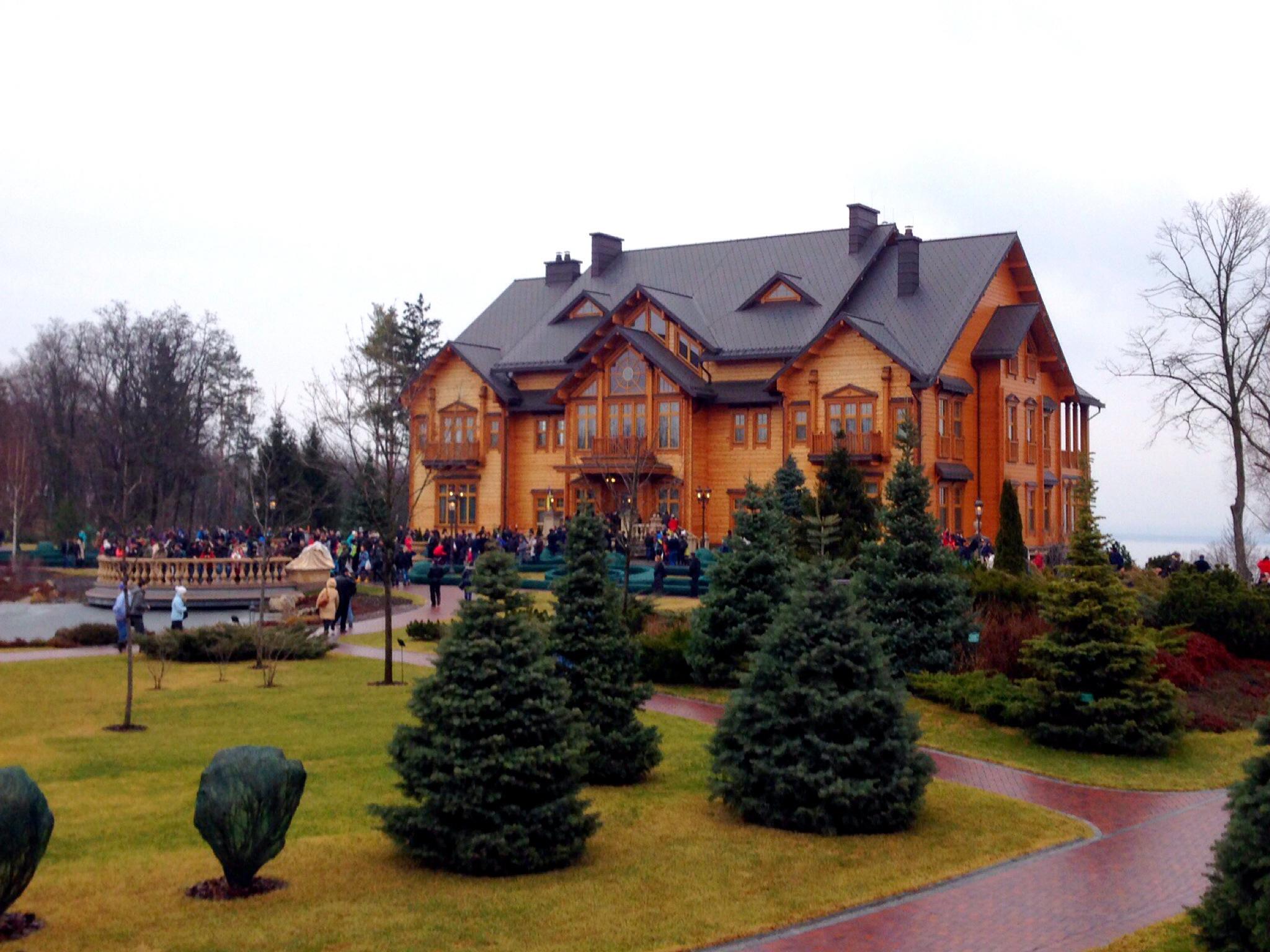 Viktor Yanukovych's (former) residence (Source: Wikimedia Commons)