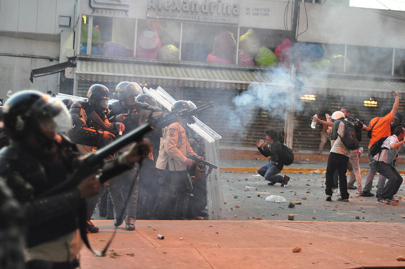 tear_gas_used_against_protest_in_altamira_caracas_and_distressed_students_in_front_of_police_line